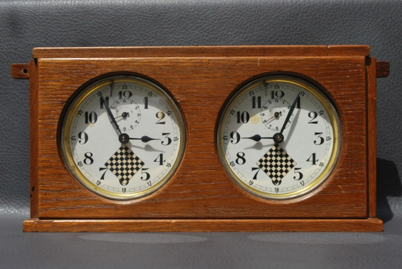 chess clock ca 1920.jpg